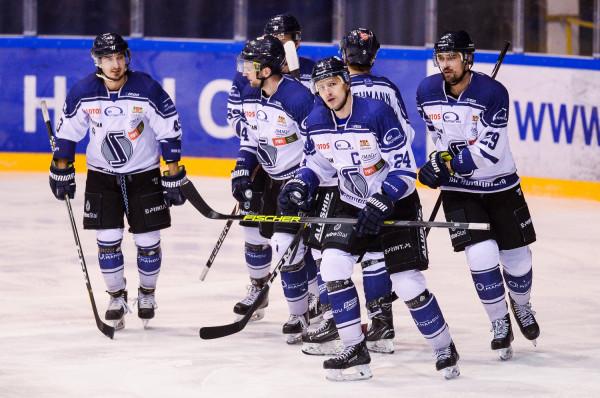 Hokeiści Lotosu PKH Gdańsk w pełnym składzie rozpoczęli treningi na lodzie. Sezon zainaugurują 15 września.