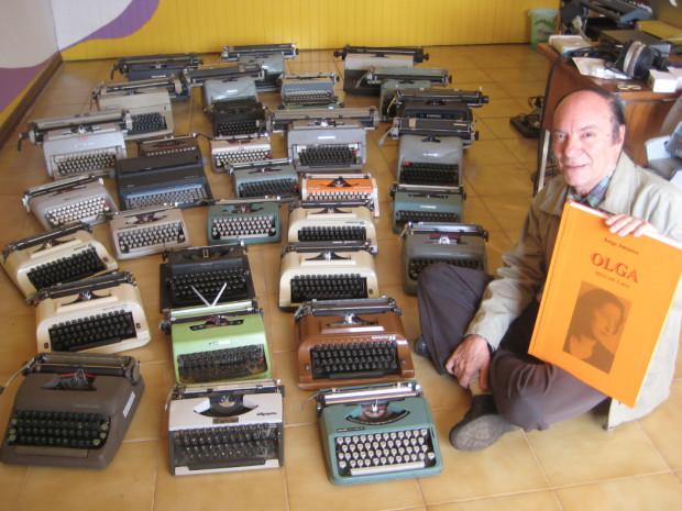 Jorge Antunes (na zdjęciu) osobiście zaangażował się w zbiórkę maszyn do pisania podczas wznowienia opery w 2013 roku.