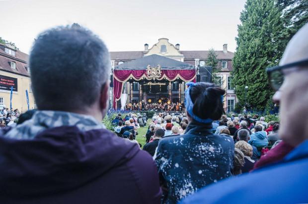Na scenie zlokalizowanej przed Pałacem Opatów zaprezentowana zostanie muzyka Mozarta w przeróżnych odsłonach.