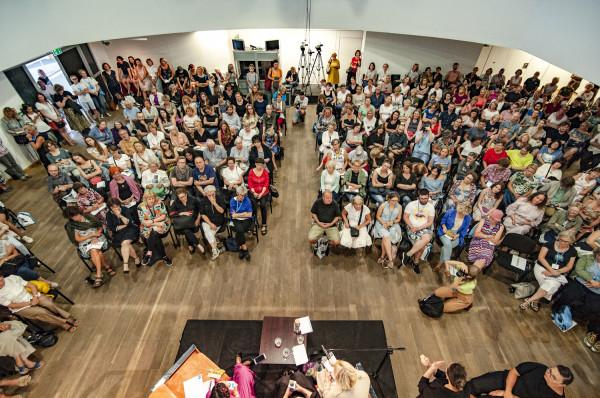 Tegoroczny Literacki Sopot znów okazał się frekwencyjnym sukcesem. W większości festiwalowych spotkań uczestniczyły tłumy zainteresowanych literaturą słuchaczy, którzy chętnie zadawali autorom ciekawe pytania.