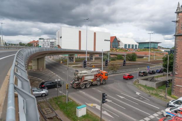 Urzędnicy odpowiadają, że ewentualne decyzje muszą zostać poprzedzone analizami natężenia ruchu, co najwcześniej będzie możliwe po oddaniu nowego wiaduktu Biskupia Górka.