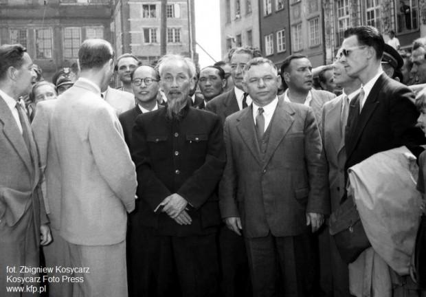 Wizyta prezydenta Demokratycznej Republiki Wietnamu Ho Chi Minha w Gdańsku 23 lipca 1957 r.. Można zakładać, że Florian Kaszuba był wśród organizatorów wizyty wietnamskiego przywódcy.