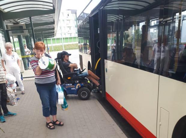 Sytuacja, w której pan Łukasz nie został wpuszczony do autobusu.