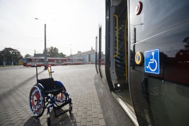 Każdy pasażer na wózku ma być bezwzględnie wpuszczany do pojazdów komunikacji miejskiej. Spółka GAiT zorganizuje szkolenia, które mają przypomnieć o tym obowiązku wszystkim kierowcom.