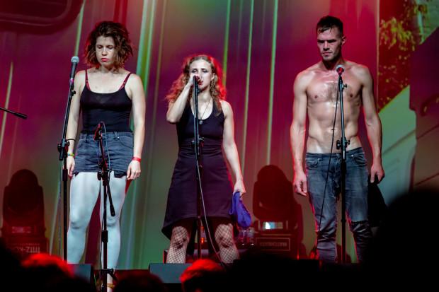 Pussy Riot opowiedziało historię swojej walki w niesamowicie intensywny sposób, co spotkało się z długimi oklaskami publiczności.