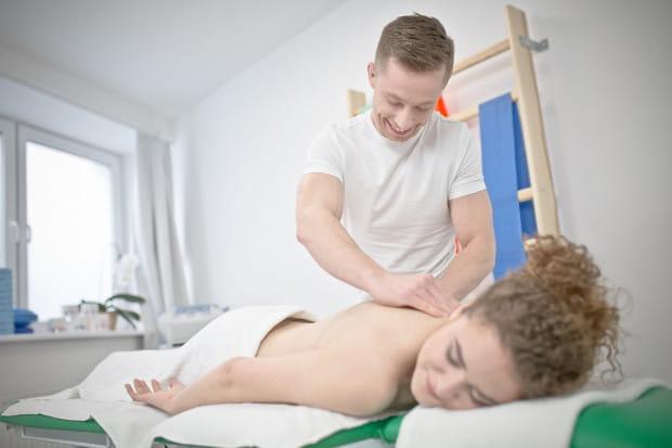 W ramach dwuletniego kierunku w szkole TEB Edukacja zwiększono liczbę godzin dotyczącą fizjoterapii, by absolwenci zyskali przewagę na rynku pracy.