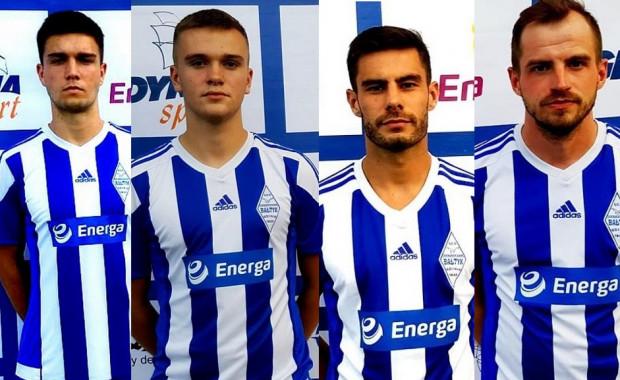 Maciej Kazimierowicz (drugi z prawej) i Michał Efir (pierwszy z prawej) wzmocnili Bałtyk przed sobotnim meczem z KP Starogard Gdański. Razem z nimi zespół zasilił Marcel Stefaniak (pierwszy z lewej) i Oskar Bohm (drugi z lewej).