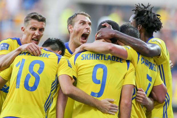 Piłkarze Arki Gdynia mogli cieszyć się z ligowego zwycięstwa pierwszy raz od 13 maja. Pomiędzy sukcesami nad Górnikiem Zabrze 1:0 a Wisłą Kraków 3:1 było 7 gier bez wygranej.