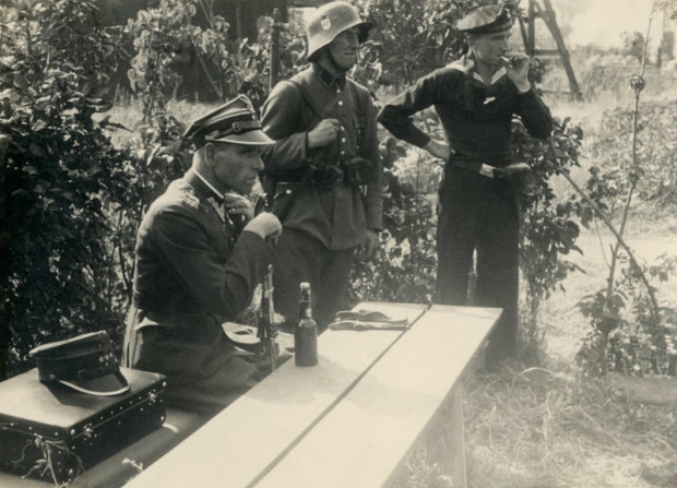Major Henryk Sucharski tuż po złożeniu kapitulacji Wojskowej Składnicy Tranzytowej na Westerplatte. Zdjęcie wykonane 7 września 1939 r.