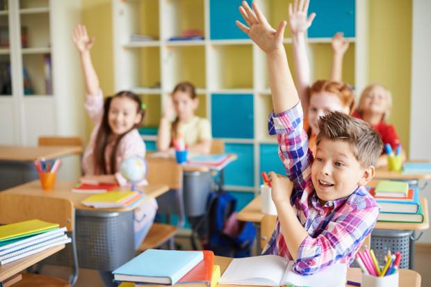 Choć rok szkolny rozpoczął się półtora tygodnia temu, w wielu placówkach nadal panuje organizacyjny galimatias.
