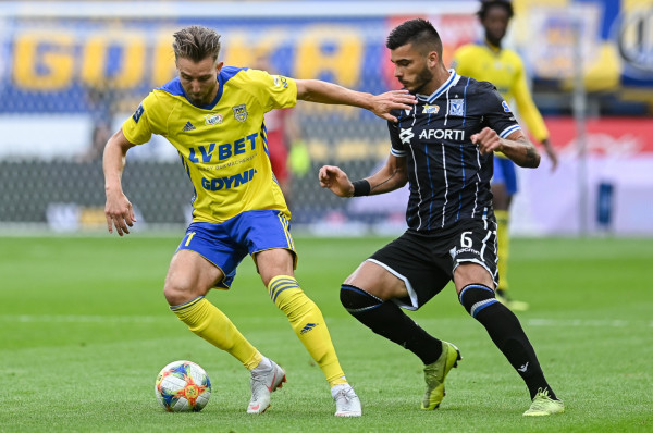Fabian Serrarens (z lewej) wystąpił dotąd w pięciu meczach ekstraklasy. Od ponad 400 minut nie oddał celnego strzału i co za tym idzie nie zdobył bramki. Sam przyznaje, że po przełamaniu ma być znacznie lepiej.