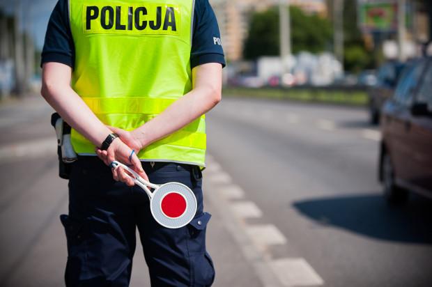 40 proc. funkcjonariuszy drogówki, którzy danego dnia są w pracy, ma obowiązek patrolować ulice.