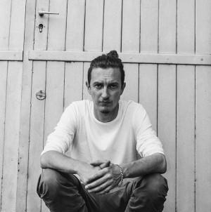 Michał Derlatka wygrał konkurs na dyrektora Teatru Miniatura po odejściu Romualda Wiczy-Pokojskiego i pozostanie nim przez najbliższe trzy sezony artystyczne.
