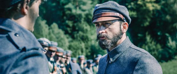 """""""Piłsudski"""" to aktorski popis Borysa Szyca, który znakomicie udźwignął ciężar odgrywanej postaci. W wielu fragmentach to właśnie aktorski talent Szyca ciągnie film Michała Rosy."""