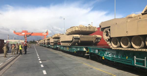 Amerykańskie czołgi w gdyńskim terminalu pojawiły się we wtorek rano. Pojazdy wrócą do USA.