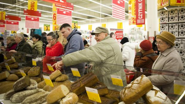 - Tylko 5 proc. żywności marnują handlowcy, resztę strat generują przetwórnie, ale przede wszystkim sami konsumenci - twierdzą organizacje zrzeszające sieci handlowe.