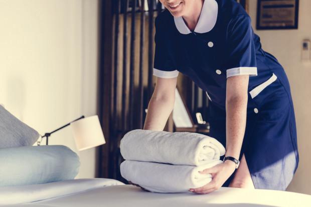 Koniec sezonu wiąże się z niższym poziomem zatrudnienia w hotelarstwie i gastronomii.