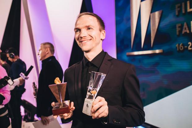 """Jan Komasa i jego film """"Boże ciało"""" zdobył kilka statuetek, lecz Złote Lwy trafiły w ręce Agnieszki Holland za film """"Obywatel Jones""""."""
