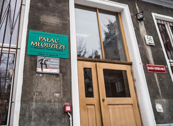 Po wprowadzeniu nowej organizacji ruchu na Ogarnej rodzice dowożący swoje dzieci do Pałacu Młodzieży mają problem z parkowaniem i restrykcyjną polityką Straży Miejskiej.
