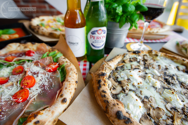 Poprawne przygotowanie pizzy neopolitańskiej to nie lada wyzwanie, któremu niewielu udaje się sprostać.