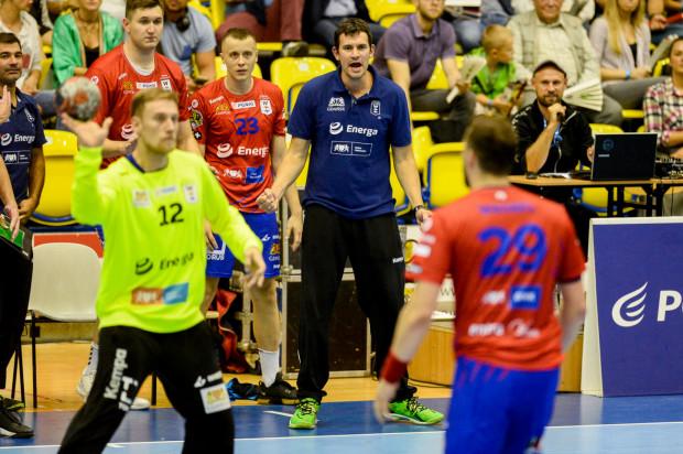Marcin Lijewski (w środku) i Adrian Kondratiuk (nr 23) jeszcze w zeszłym sezonie reprezentowali Wybrzeża. W poniedziałek jako trener i zawodnik Górnika Zabrze, podjęli gdańszczan w Zabrzu odnosząc zwycięstwo.