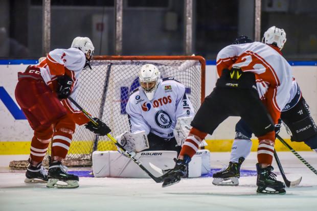 Tomas Fucik wpuścił bramkę w 6. minucie meczu z Kadrą PZHL, ale później trafiali już tylko gdańszczanie. Po pięciu meczach Lotos PKH ma na koncie cztery wygrane.