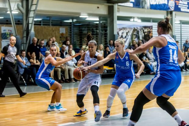 W Energa Basket Lidze Kobiet w tym sezonie zaprezentują się aż trzy trójmiejskie kluby. Arka Gdynia (białe stroje) mierzy w medal, a AZS Uniwersytet Gdański (niebieskie) będzie beniaminkiem.