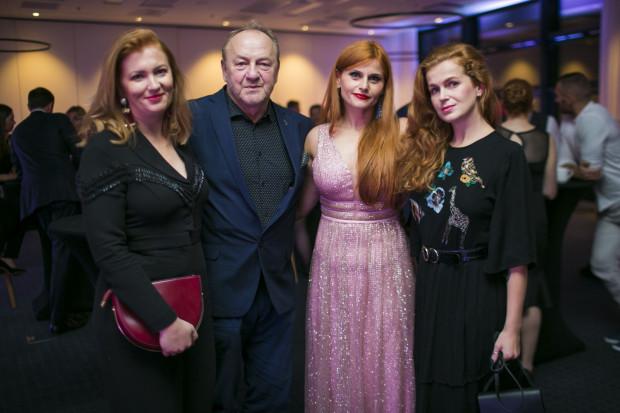 Podczas wydarzenia odbyła się licytacja na rzecz fundacji Mam marzenie. Na zdjęciu: Anastazja Skuras, Janusz L. Wiśniewski, Ewelina Wojdyło.