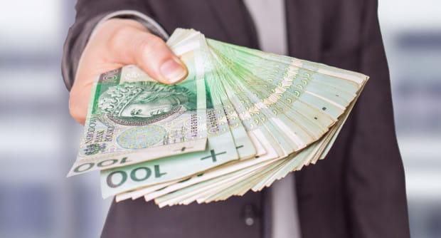 81-latka przekazywała oszustom pieniądze przez kilka dni (zdjęcie poglądowe).