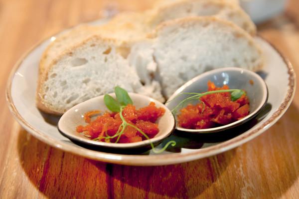 Czekadełko: pieczywo i konfitura z marchewki