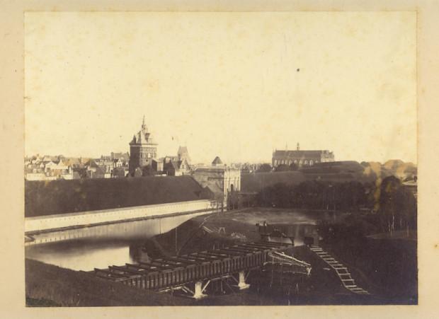 Brama Wyżynna, 1853 rok - jedna z fotografii, które możemy podziwiać w fotoplastykonie.
