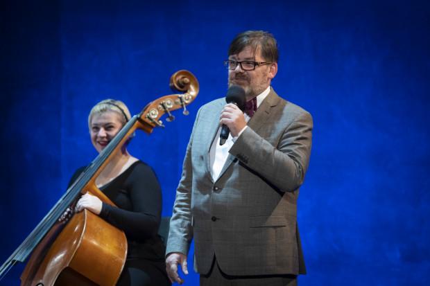 """- Tematem, nad którym się pochylamy, jest sens życia. Widzimy ten sens życia w miłości - mówi Romuald Wicza-Pokojski, dyrektor Opery Bałtyckiej i reżyser opery """"Olga""""."""