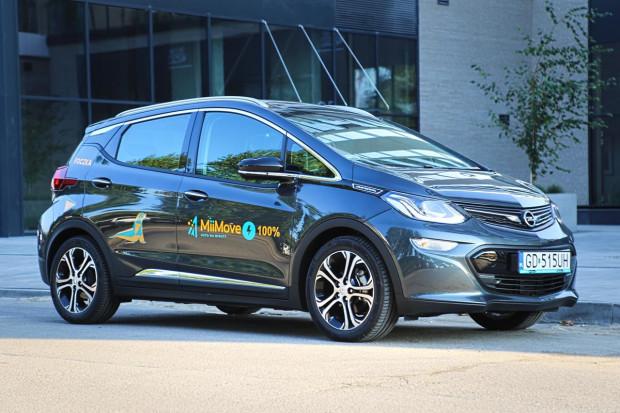 Opel Ampera-e może się pochwalić zaskakująco dużym zasięgiem na jednym ładowaniu.