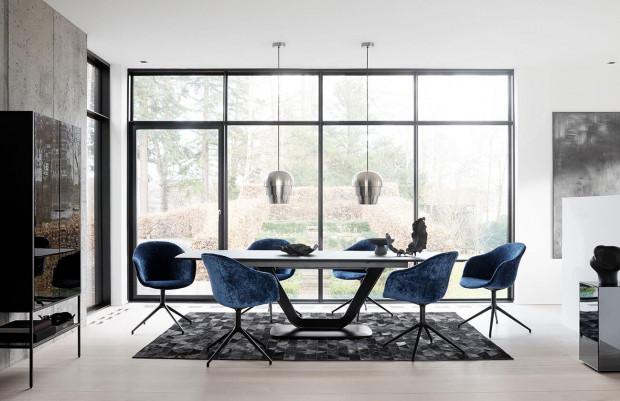 Stonowana kolorystyka i przemyślane materiały wykończeniowe to recepta na eleganckie, minimalistyczne wnętrze.