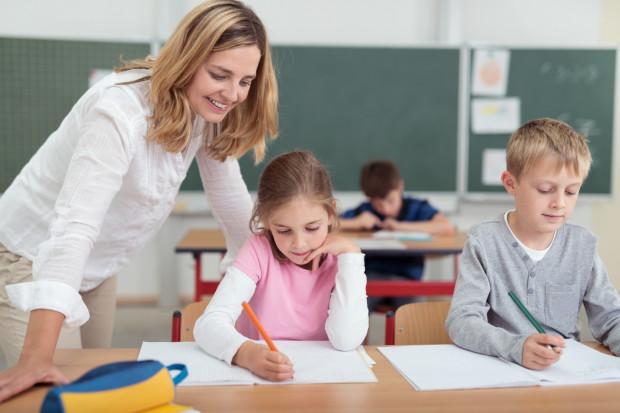 Trudno mówić o nauczycielach jako o jednolitej grupie, bo - jak wszyscy specjaliści - są bardzo zróżnicowanym gronem osób.