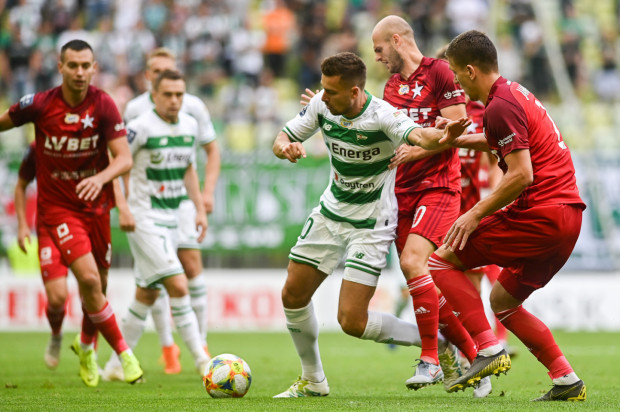 Lechia Gdańsk w tym sezonie ekstraklasy zdobyła 14 goli. Artur Sobiech (w środku) strzelił 4 z nich a przy 3 asystował.