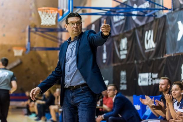Trener DGT Politechniki Gdańskiej Vadim Czeczuro może mieć powody do zadowolenia. Jego zespół wygrał dotychczasowe oba domowe spotkania w Energa Basket Lidze Kobiet.
