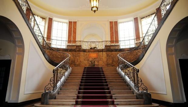 Przywilej wchodzenia na główne schody miał kiedyś wyłącznie dyrektor PKP.