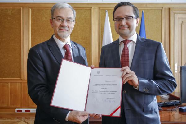 Dr hab. Mariusz Golecki (po prawej) został powołany na stanowisko rzecznika finansowego. Na zdjęciu z Jerzym Kwiecińskim, ministrem finansów.