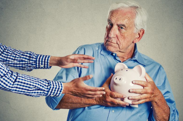 Wciąż nie brakuje oszustów i naciągaczy, którzy dybią na majątek starszych osób.