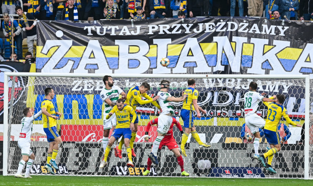 W meczu Arka Gdynia - Lechia Gdańsk w 43. derbach Trójmiasta nic nie było pewne aż do ostatniej minuty znacznie przedłużonego czasu gry.