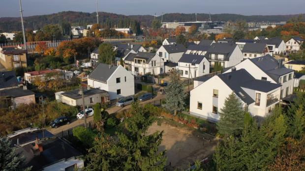 Osiedle przy al. Zwycięstwa 136-138 w Gdyni zmienia się od kilku lat.