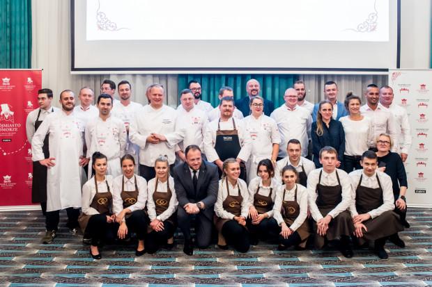 W wydarzeniu wzięło udział kilku kucharzy, którzy przygotowali ośmiodaniowe menu degustacyjne.