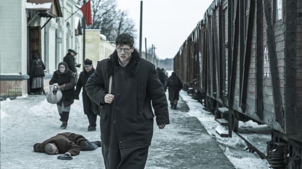 """""""Obywatel Jones"""" to wciągająca opowieść o poszukiwaniu prawdy i ceny, jaką trzeba za jej pokazanie zapłacić. Film oparto na prawdziwej historii walijskiego dziennikarza. Jego artykułami inspirował się przy pisaniu """"Folwarku zwierzęcego"""" George Orwell. Postać pisarza zresztą pojawia się w filmie Agnieszki Holland."""