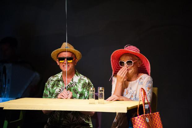 """Spektakl muzyczny Jerzego Satanowskiego """"Kaszana zdalnie sterowana"""" to połączenie dowcipnych tekstów z dobrym warsztatem aktorskim i wokalnym wykonawców. Zobaczyć go można 27 listopada na Scenie Teatralnej NOT."""