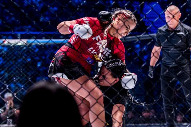 Ewelina Ewelona Kubiak - Esmeralda Godlewska podczas Fame MMA 5. Ta walka wywołała zarówno dużo śmiechu jak i oburzenia wśród kibiców.