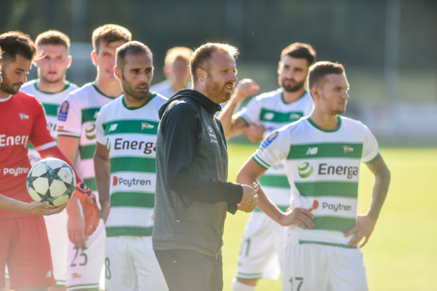 Piotr Stokowiec oczekuje, że w oknie transferowym kadra Lechii Gdańsk zostanie uzupełniona, a nawet wzmocniona, co nie oznacza, że szkoleniowiec nie oczekuje postępu od graczy, którzy już są w drużynie.