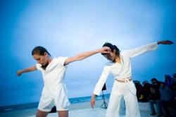 Cichą bohaterką spektaklu jest wyrazista, najmocniej wsłuchana w muzykę Walickiego Ula Zerek (po prawej).