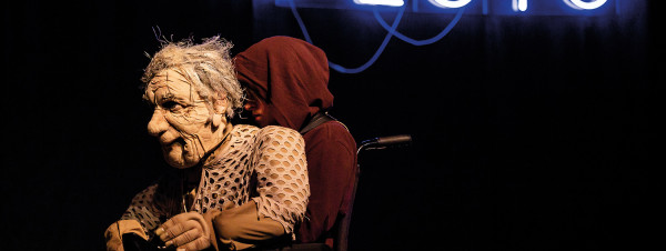 """Spektakl """"Jesień na Plutonie"""" (10 listopada w Teatrze Szekspirowskim) opowiada o starości przy pomocy niezwykłych lalek."""