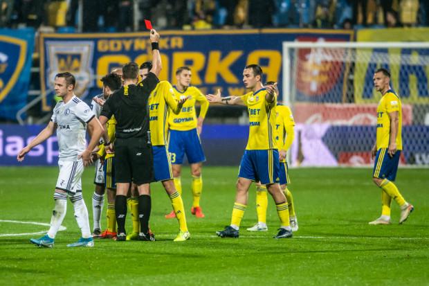 Nando wyrzucony z boiska w 30. minucie meczu Arka Gdynia - Legiia Warszawa.